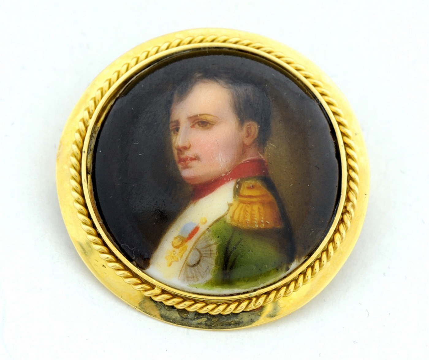Broche de porcelana francesa, representando a Napoleón. Oro 18k.