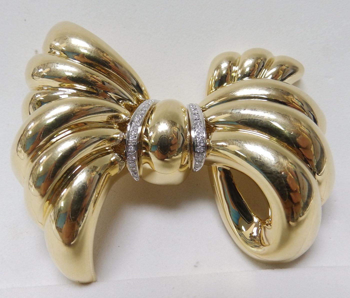 Broche en forma de lazo en Oro de 18k y 27 Diamantes talla Brillante