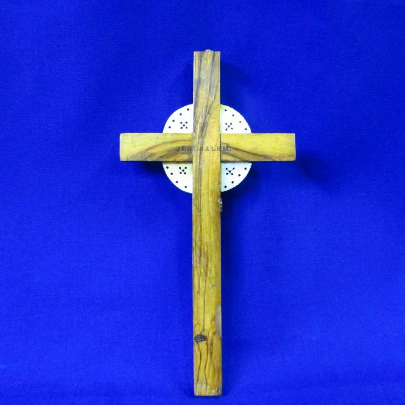 Cruz de Jerusalén en madera y Nácar con crucificado en metal. Siglo XIX.