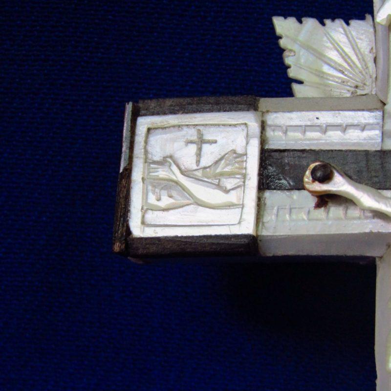 Cruz de Jerusalén en madera y Nácar. Siglo XIX.