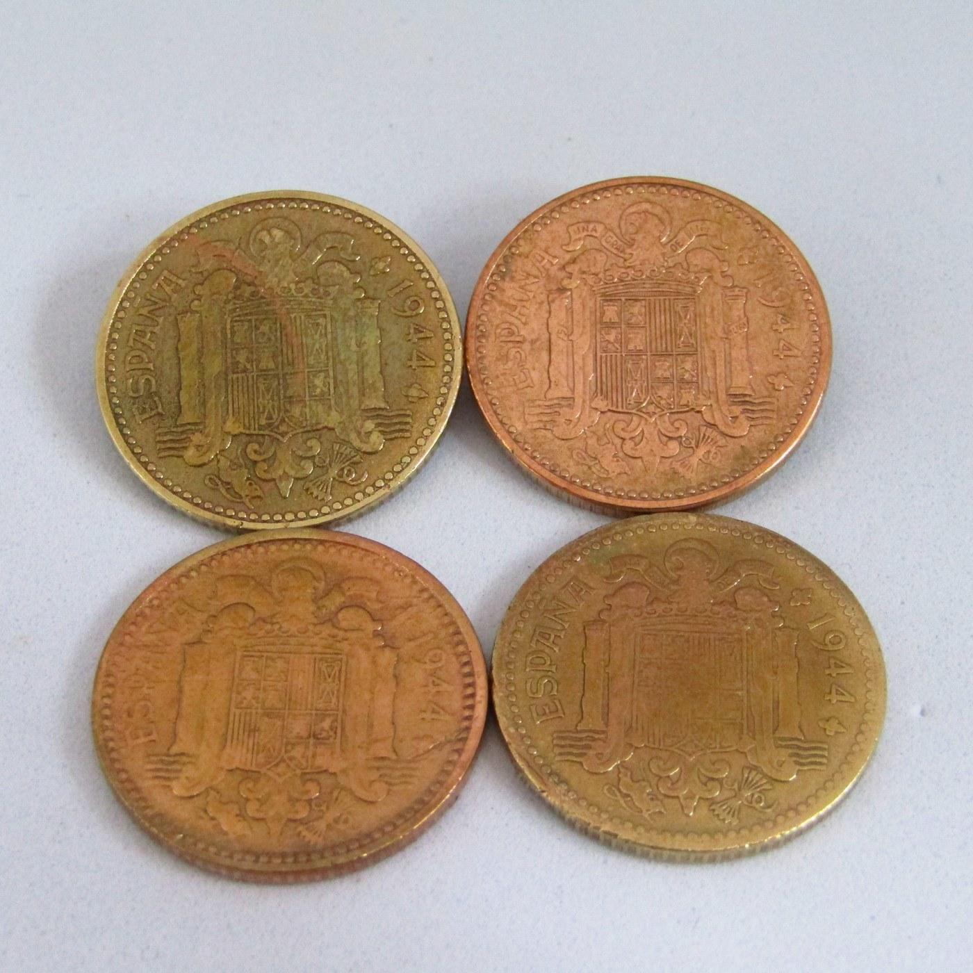 Cuatro monedas de una peseta.COBRE. Año 1944. FRANCO. COBRE.MBC.