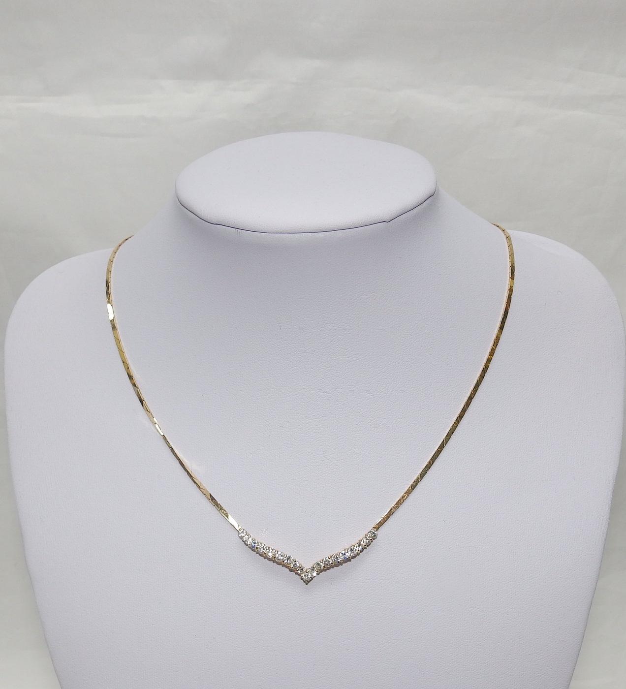 Gargantilla de Oro y Colgante con 19 Diamantes Naturales, talla Brillante, de 1.19 ct, Color, J-K. Claridad, VS-SI1. Certificado IGE.