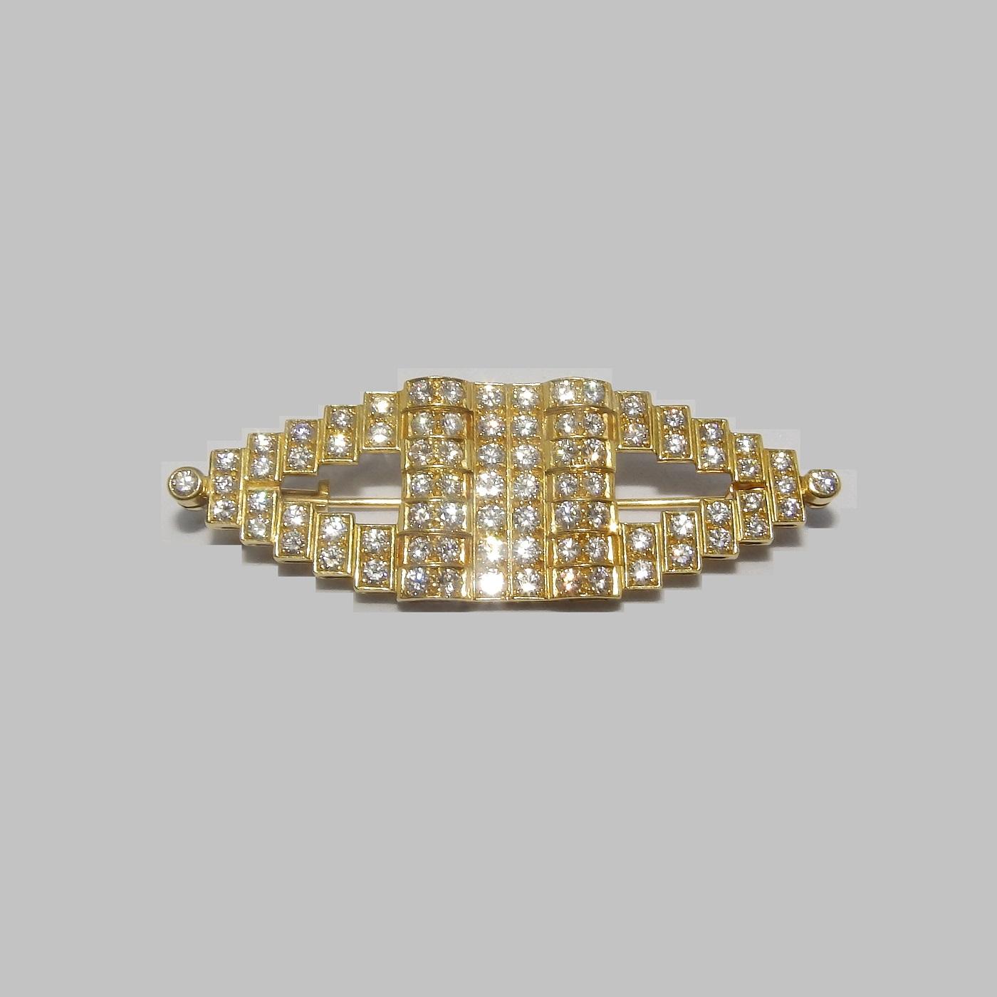 Gregory. Broche de Oro de 18k. Con 82 Diamantes Naturales, talla Brillante, de 3,81 ct. (F-G/VVS)
