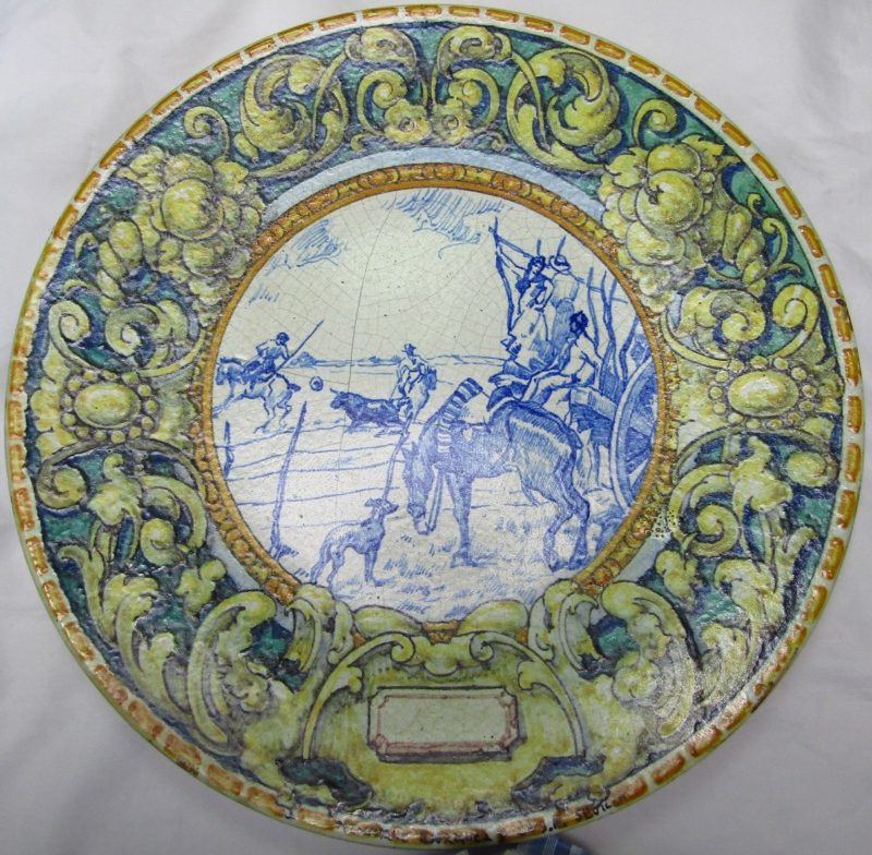 Mensaque. Plato decorativo de cerámica trianera. Sevilla, pps. siglo XX.