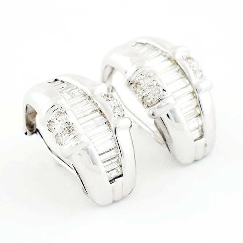 Pendientes en Oro blanco con 30 Diamantes talla Baguette y 16 talla Brillante de 2,0 ct. Color, G-H. Pureza, SI1.
