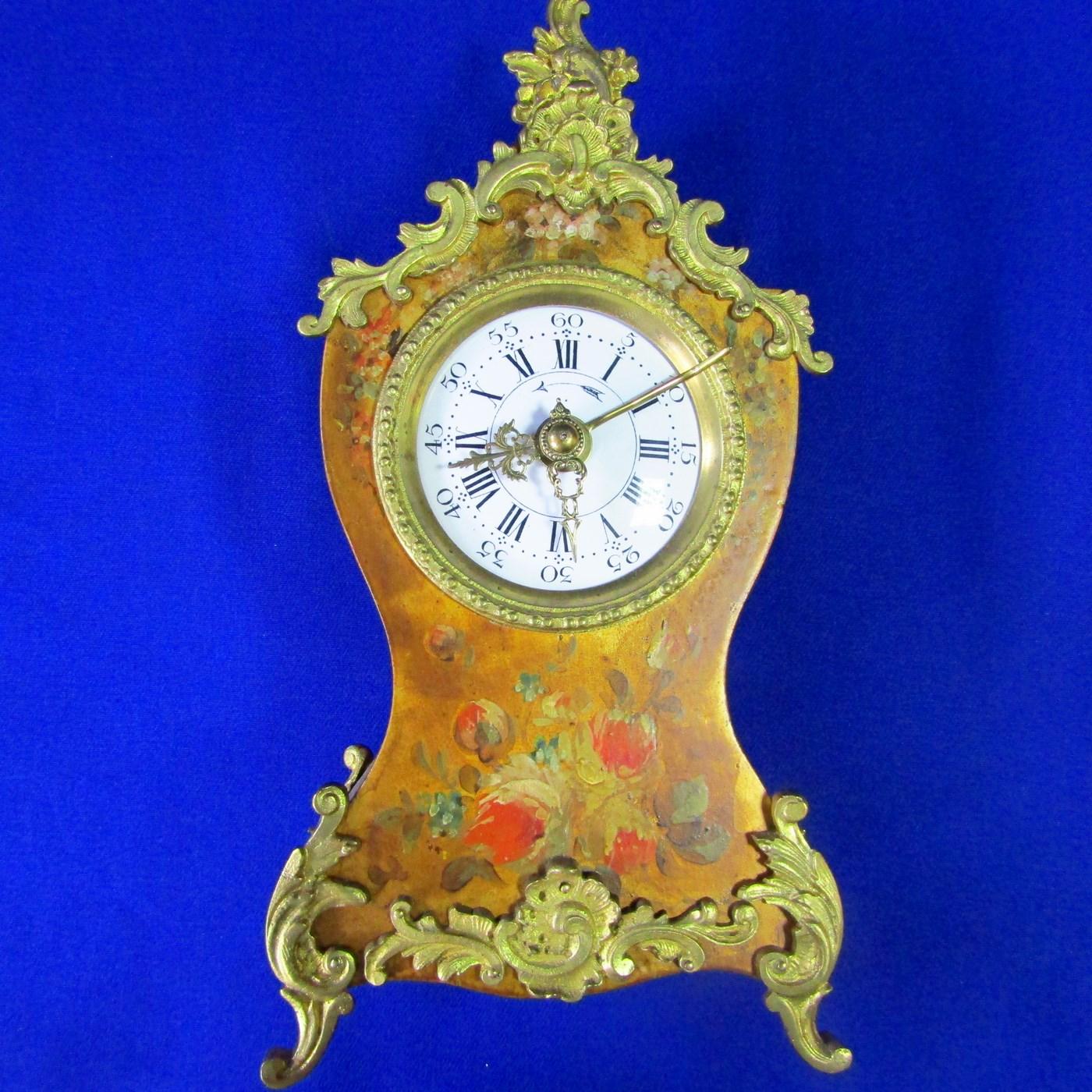 Reloj de Sobremesa, tipo Capilla, con carrillón, en madera y bronce.