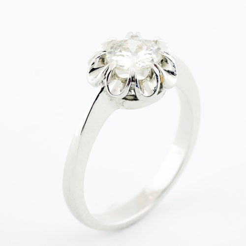 Solitario en Oro de 18k con Diamante Natural talla Antigua Europea de 0,75 ct. (K-VS1). Certificado IGE.