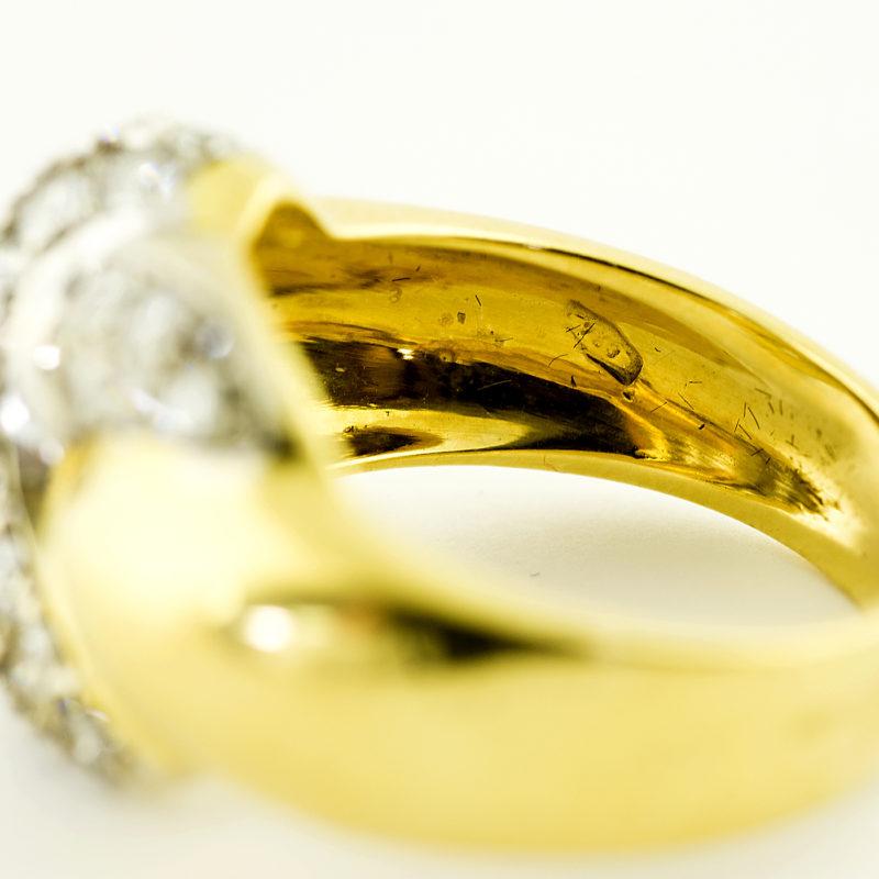 Sortija en Oro Bicolor de 18k cuajada de diamantes talla Brillante de 2,20 ct. J-K/VS1. 8,60 gr.