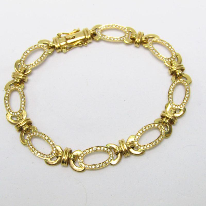 Pulsera de Oro con 192 Diamantes talla Brillante, de 1,95 ct. aprox. Color: H-I. Pureza: VS2-SI1