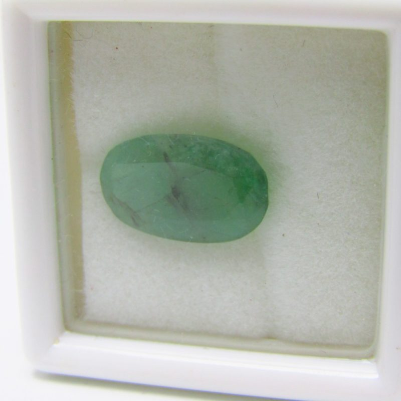Esmeralda Natural, talla Oval, de 2,615 ct. Certificado Lab. Gemological DFD.