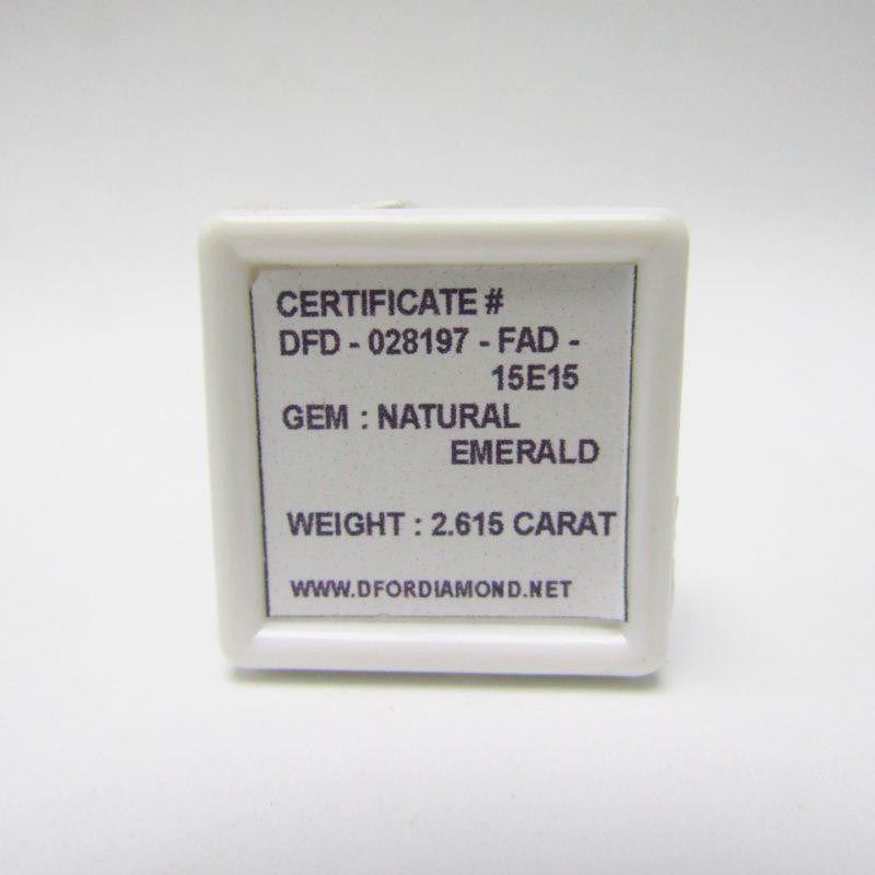Esmeralda Natural, talla Oval, de 2,615 ct. Certificado Lab. Gemological DFD.