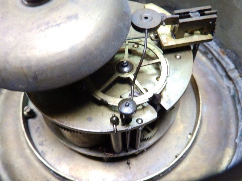 Hles. Pickard & Ad Punant. Reloj de Pared con máquina París. Sonería de Medias y Horas. Siglo XIX.