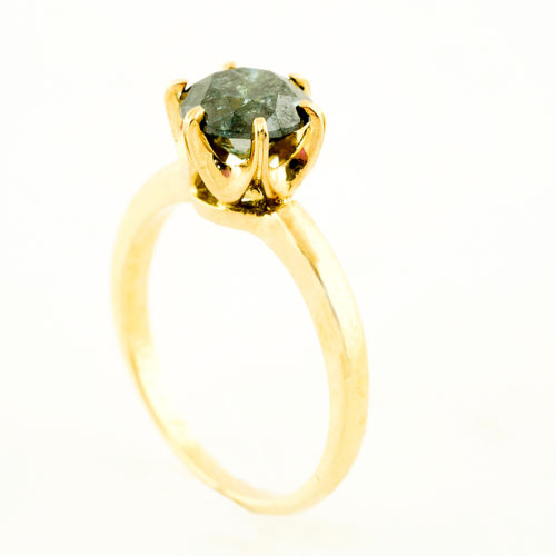 Solitario en Oro Amarillo 18k con Diamante Natural talla Brillante, de 1,48 ct. Color Fancy Dark Blue Green, Claridad P3. Certificado IGE.