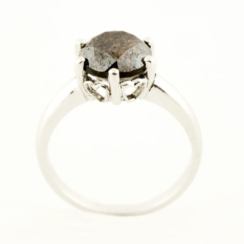 Solitario en Oro Blanco con Diamante Natural talla Brillante, de 3,03 ct. Color Dark Brown, Claridad P3. Certificado IGE.