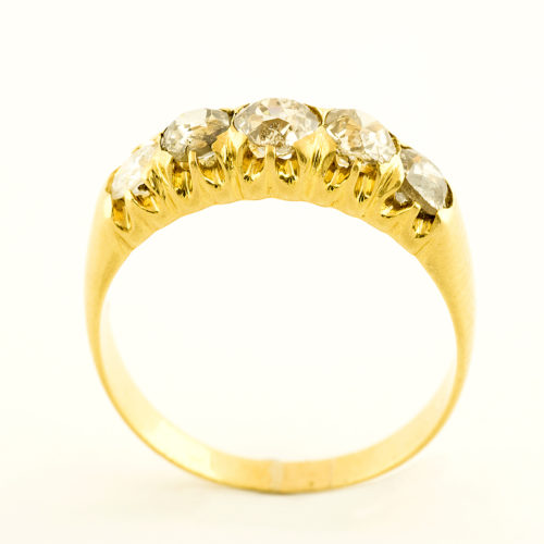 Sortija Quintillo en Oro amarillo de 18k con cinco Diamantes Naturales talla Brillante con 1,13 ct. total.