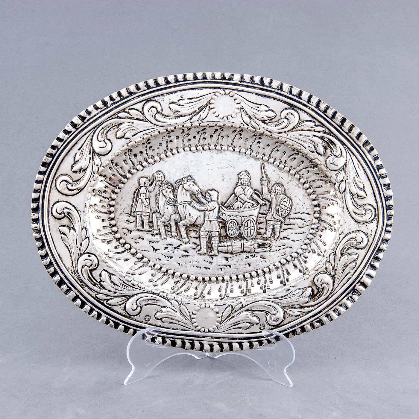 Bandeja decorativa oval en Plata. Castilla La Mancha, siglo XVIII.