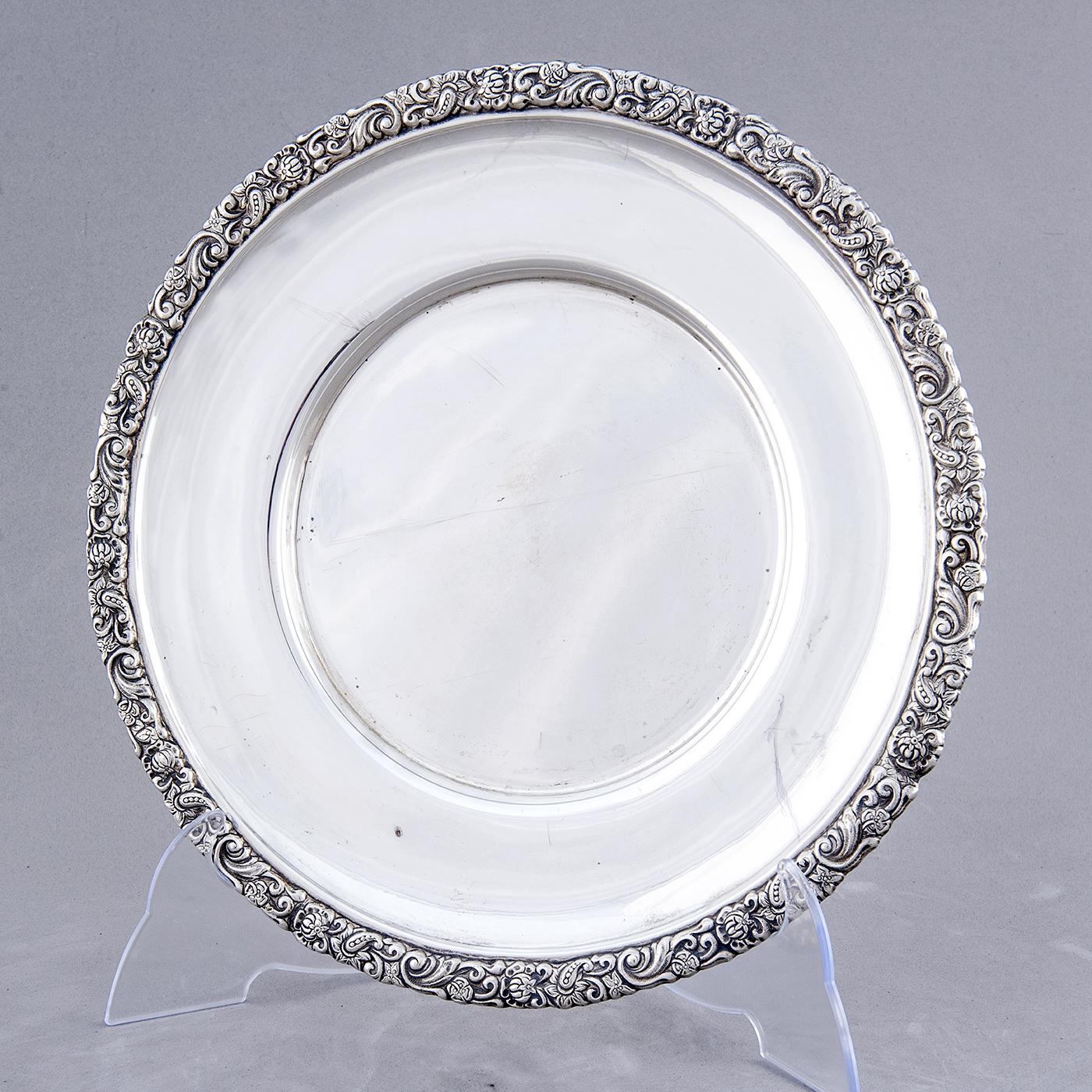 Bandeja circular en Plata de Ley. J. PÉREZ, España. Siglo XIX.