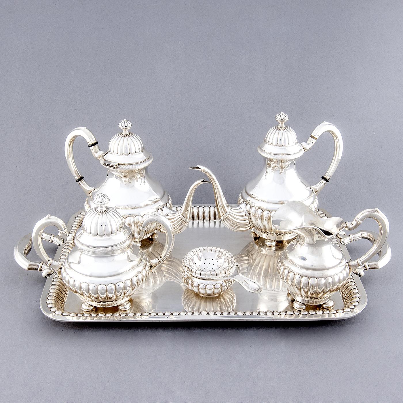 D. García. Juego de Café y té en plata de Ley. España, siglo XX. 2658 gr.