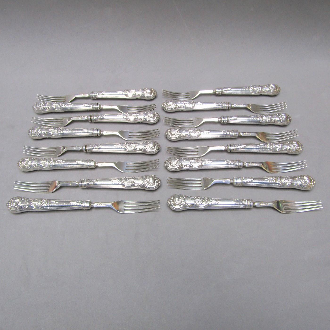 F.H. Lote de 16 tenedores para ensalada en Plata Inglesa. Londres, 1888.